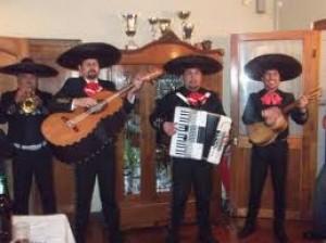 celebrando cumpleaños con mariachis!!