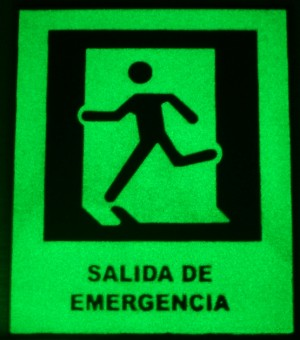 señalética y balizamiento fotoluminiscente para vias de emergencia seguras