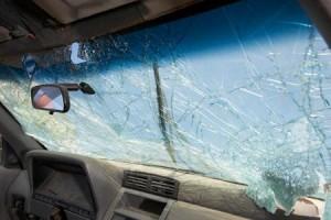 servicio automotriz -vidrios para autos- reparacion de parabrisas.