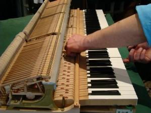 afinación y reparación de pianos tanto verticales como de cola